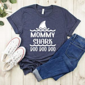 Mommy Shark doo doo doo T-shirt image 0